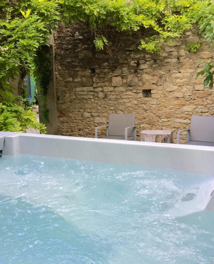 Maison Saint Jules Hot Tub1b